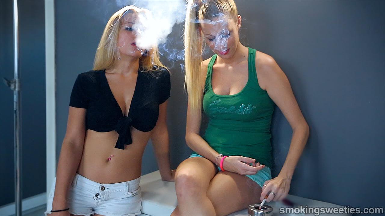 Silvia & Dafne: Smoking Sisters