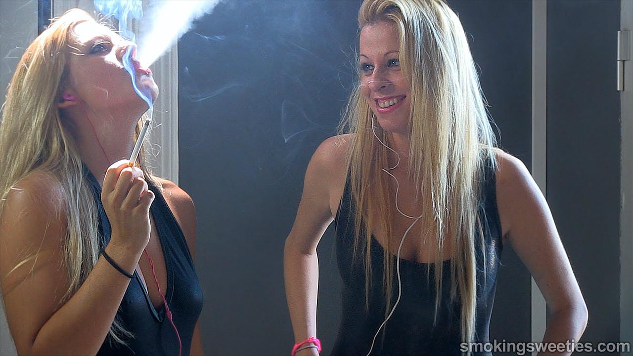 Silvia & Dafne: Soeurs fumeuses