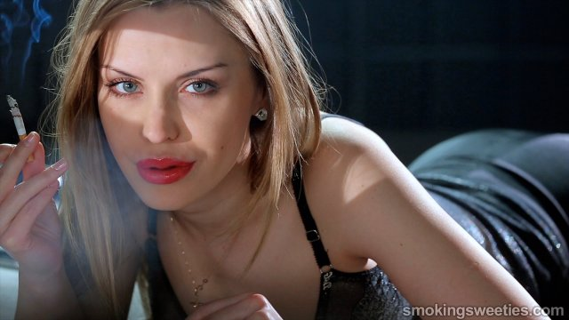 Alexia: Flash Smoking 7 Cigarettes