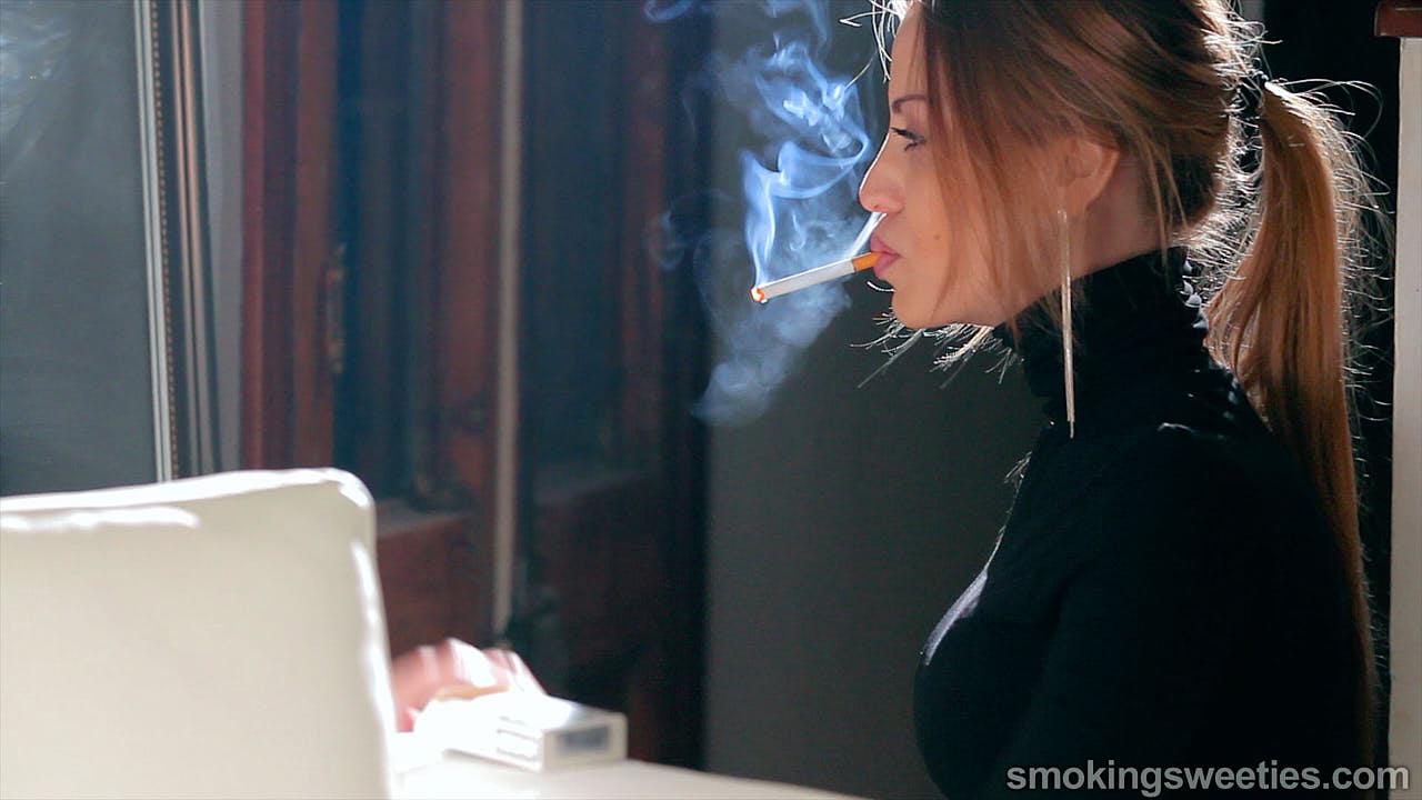 Alexia: Pure Smoking Glamour