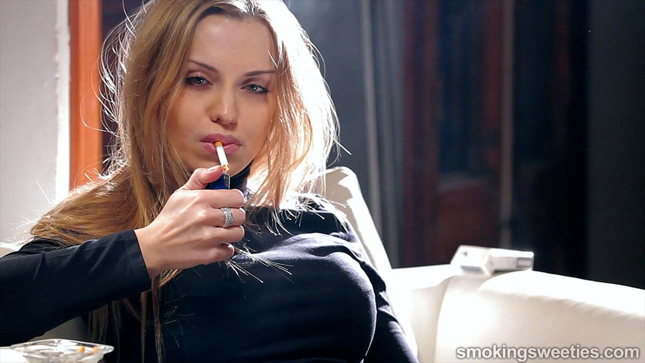 Alexia: Puro Smoking Glamour