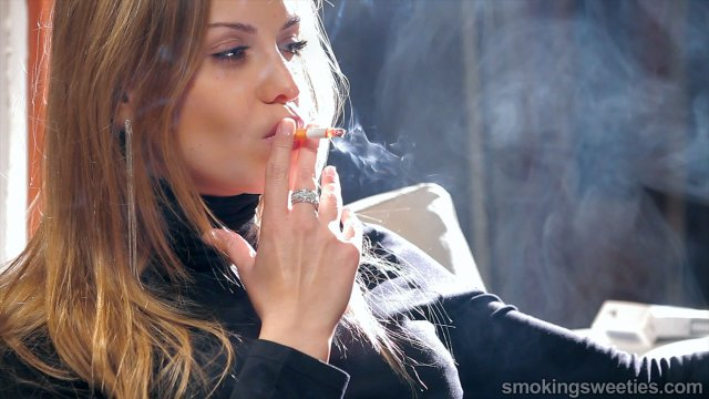 Alexia: Pure Smoking Glamour
