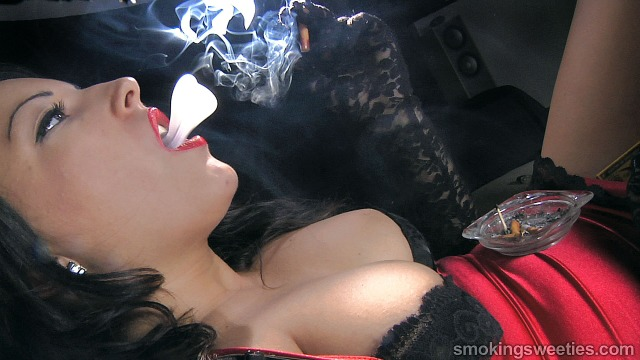 Alexxxya: Heavy Smoker Interview