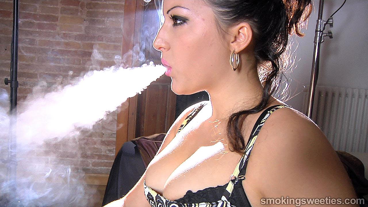 Alexxxya: Heavy Smoker Interview