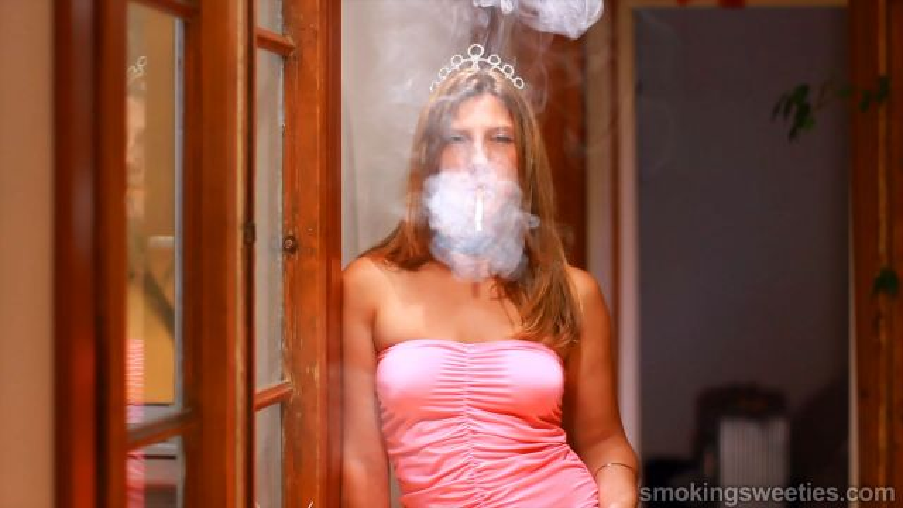 Erika: Flash Smoking 12 Reds