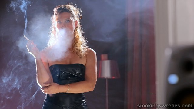 Erika: Power Smoking Fumeuse