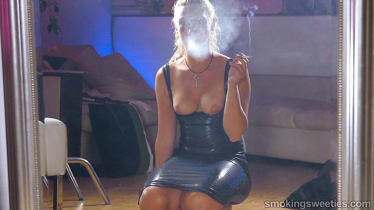 Erika: Smoking Machine