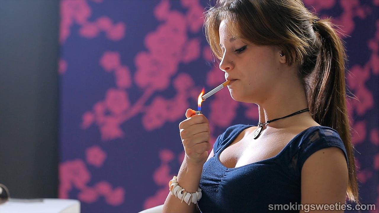 Ariadna: Smoking 9 cigarettes