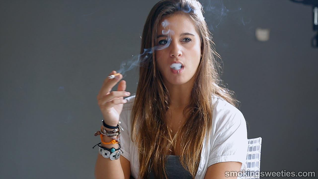 Ariadna: Teenager raucht Kette