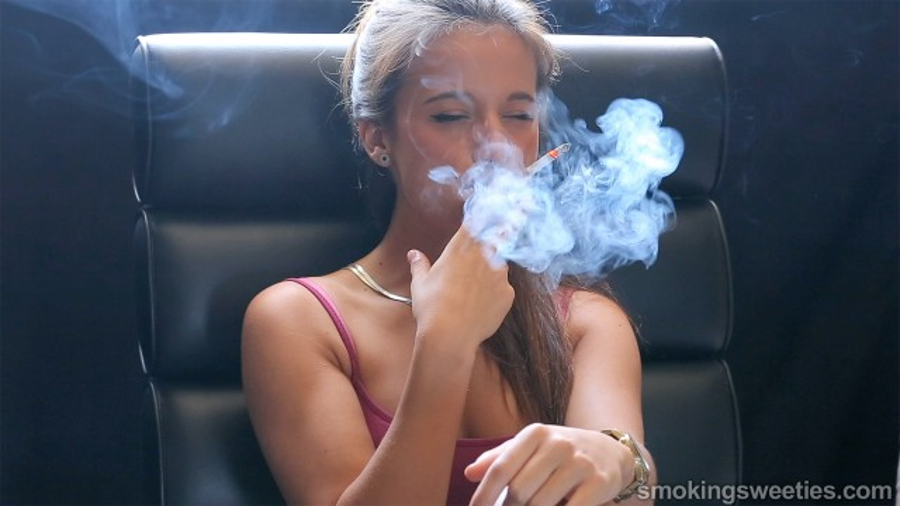 Ariadna: Chain Smoking Girl