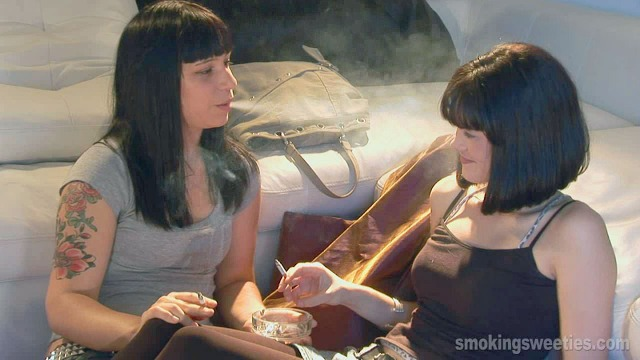 Carmen-Sarah: Smoking in the Street