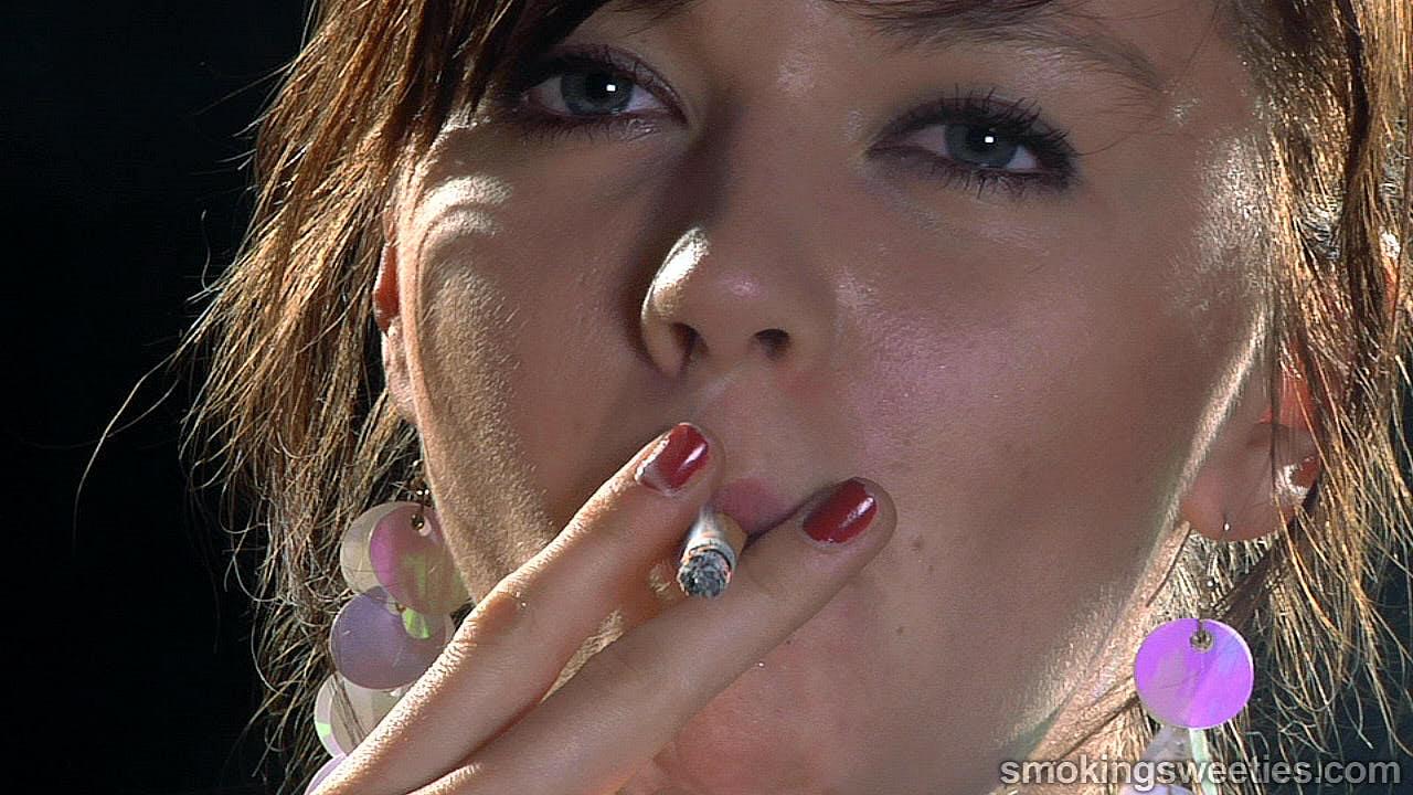 Exhales par les narines: Interview d'une Fumeuse Adolescente