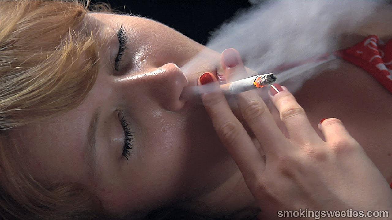 Elsa: Morning cravings (Extreme Smoking)