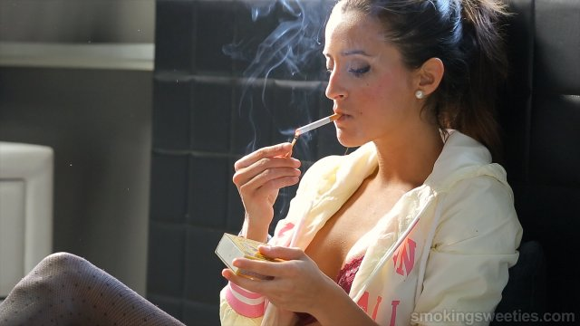 Estefania: Smoking in lingerie