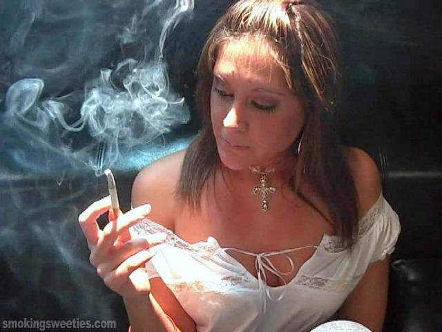 Evelyn: sexy smoker