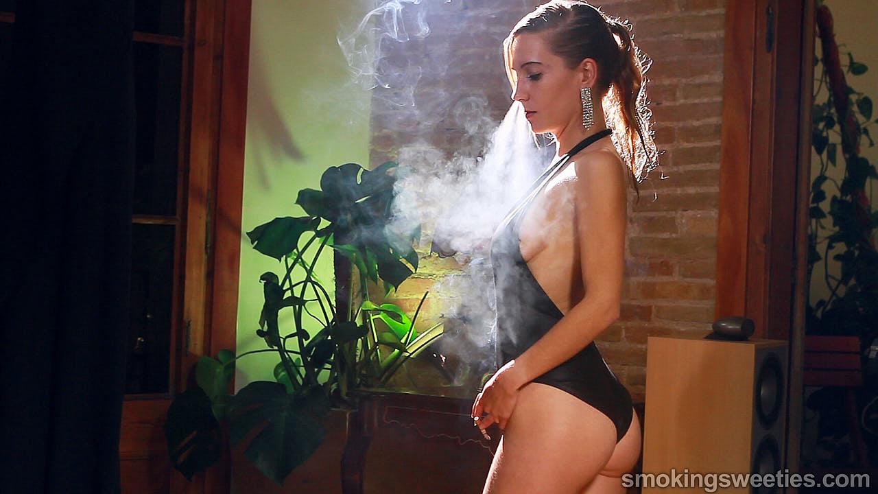 Franchezca: Smoking 8 100s