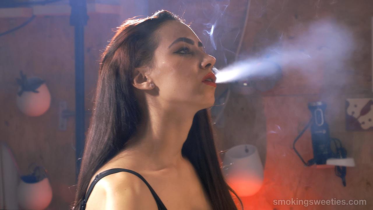 3 Smoking Girl Friends - Part 1
