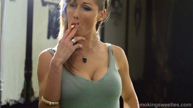 Gwen: Sexiness in smoking