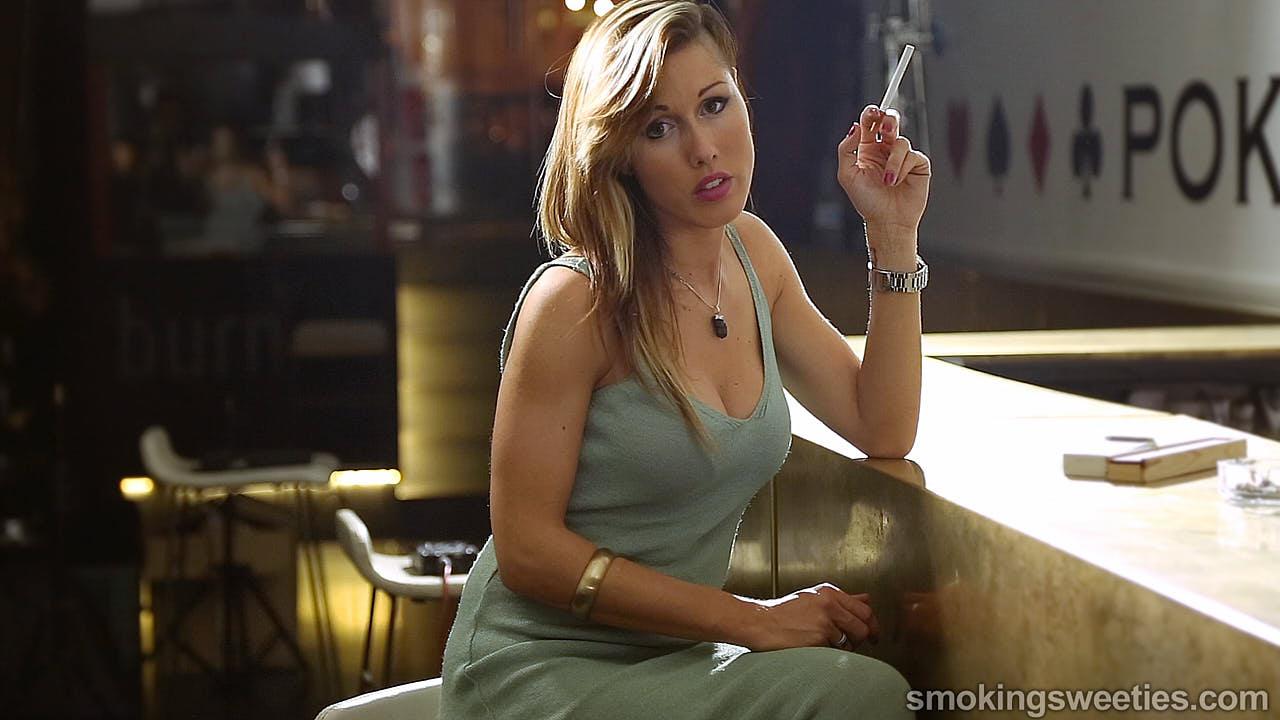 Gwen: Sexiness in smoking