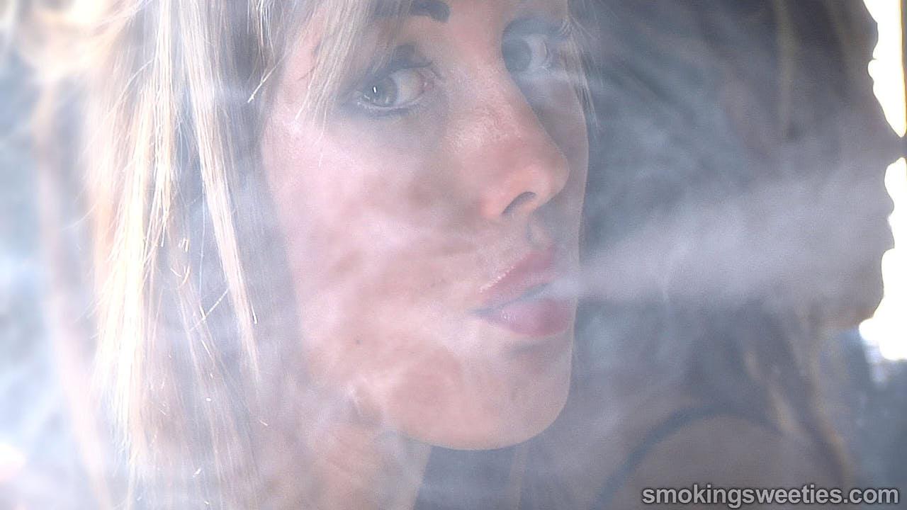 Gwen: Chain Smoking Model