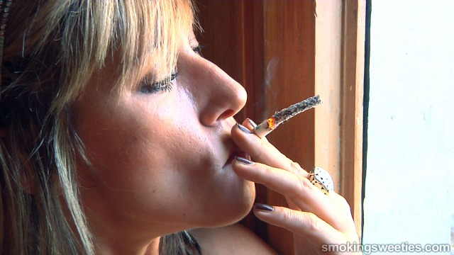 Helen: Mature Smoking Machine