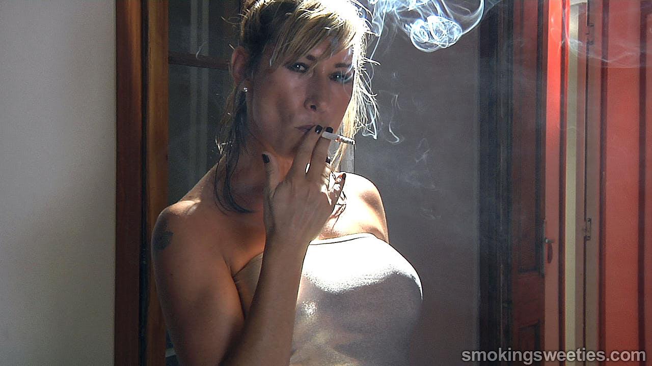 Helen: Reife Rauch-Maschine