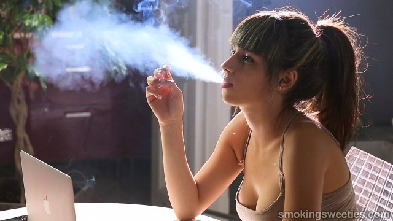 Imane: ragazzina che fuma