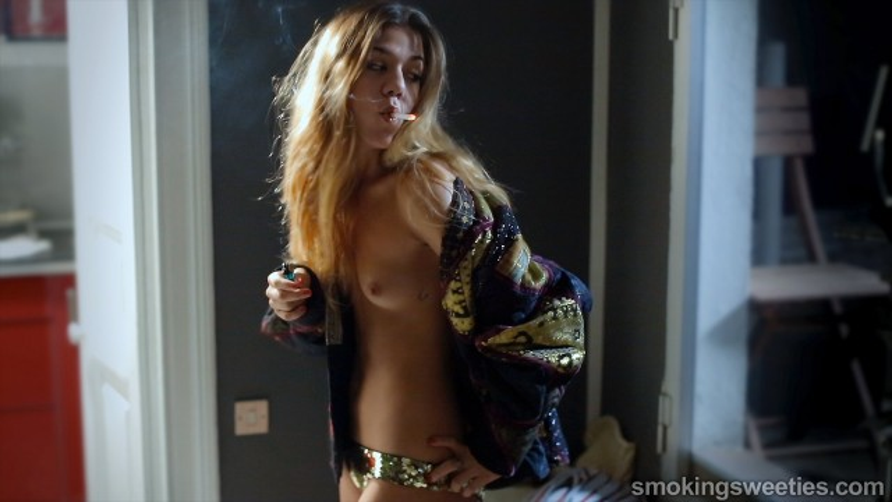 Ines: la fumatrice accanita