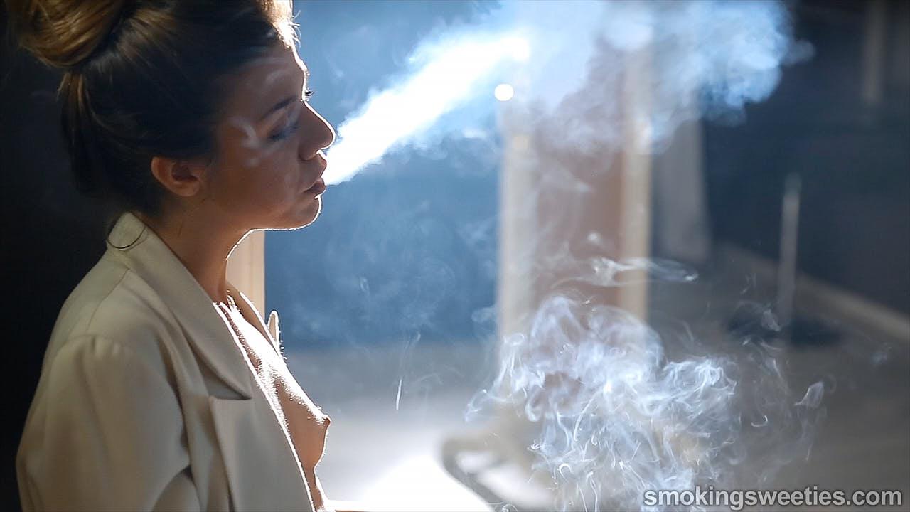 Ines:  Fumeuse très dépendante