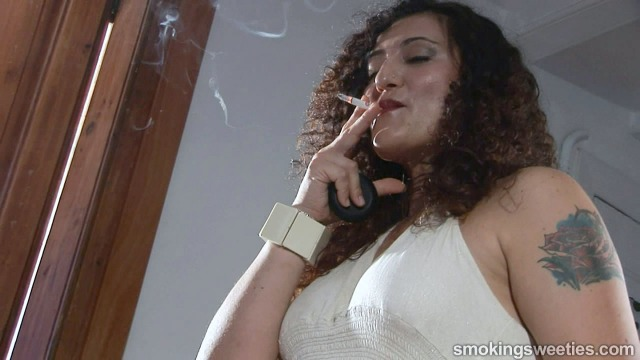 Inma: Smoker in the mirror