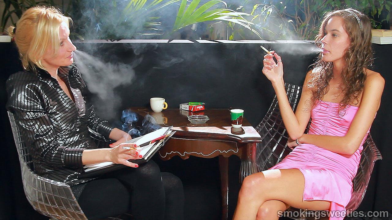 Stella & Iveta rauchende Cousinen: Interview