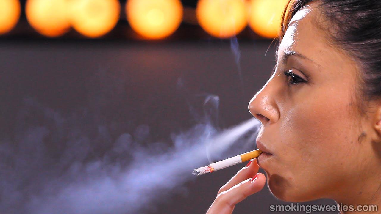 Jen: Smoking Girl Next door