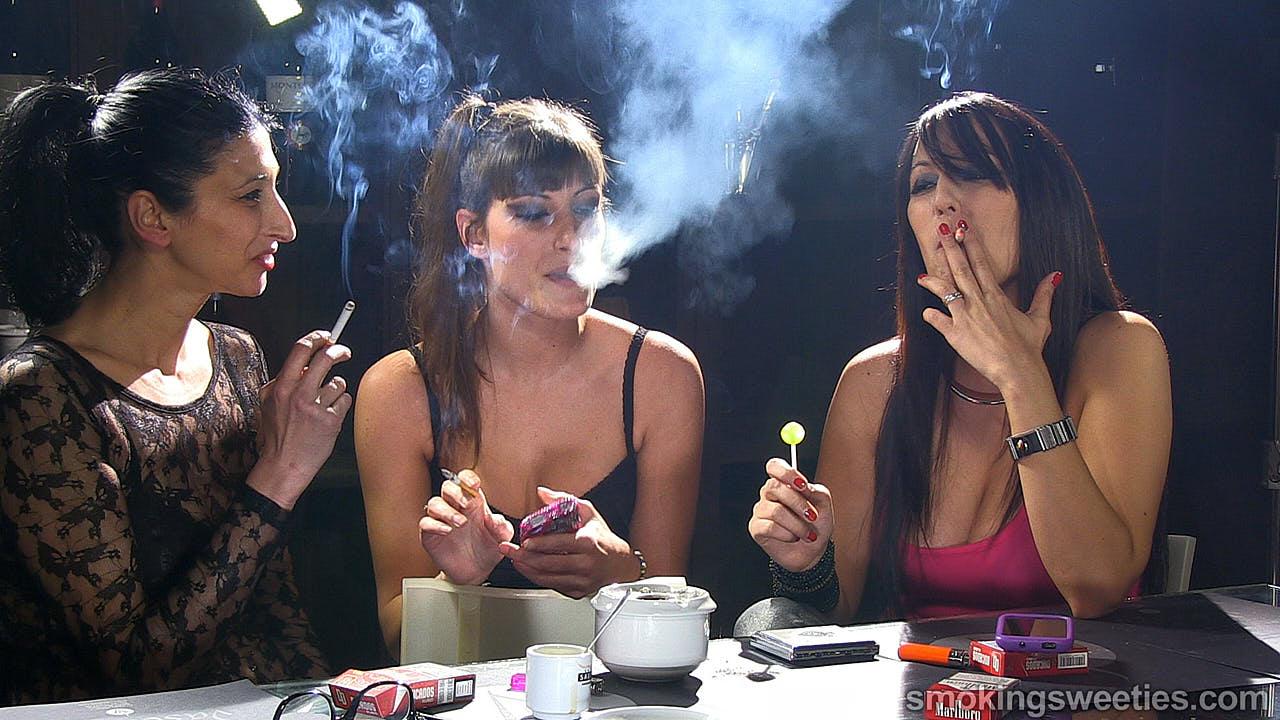 Видео русские зрелые курящие лесбиянки