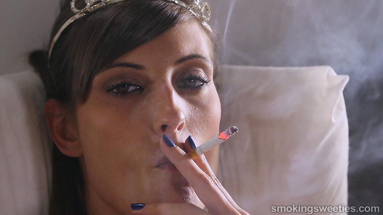 Jessi: Flash Smoking