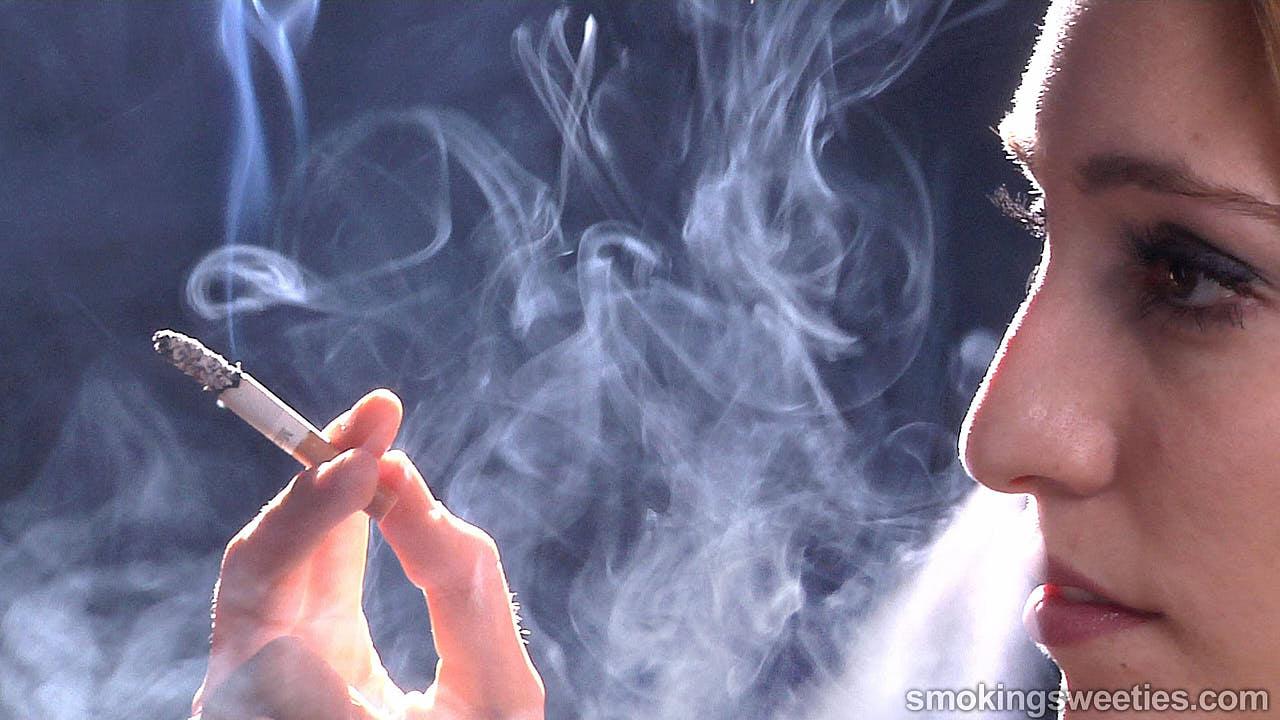 Judit: Chain Smoking Model Interview