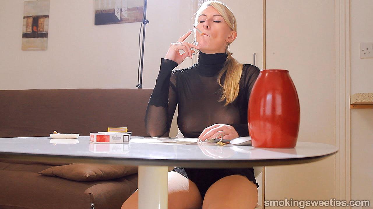 Katy Moore: Rauchendes Interview