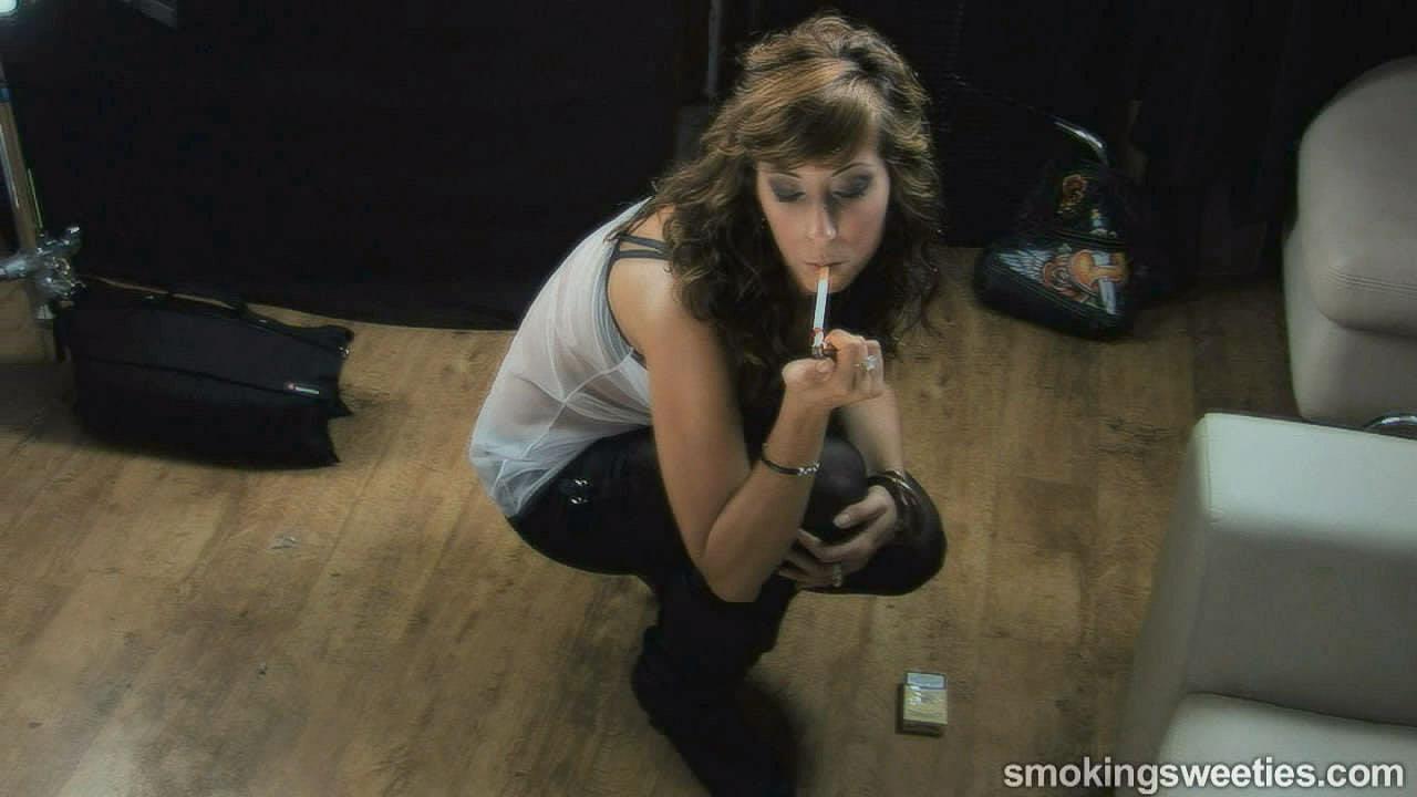 Laura: Ein Starlet raucht fünf Zigaretten