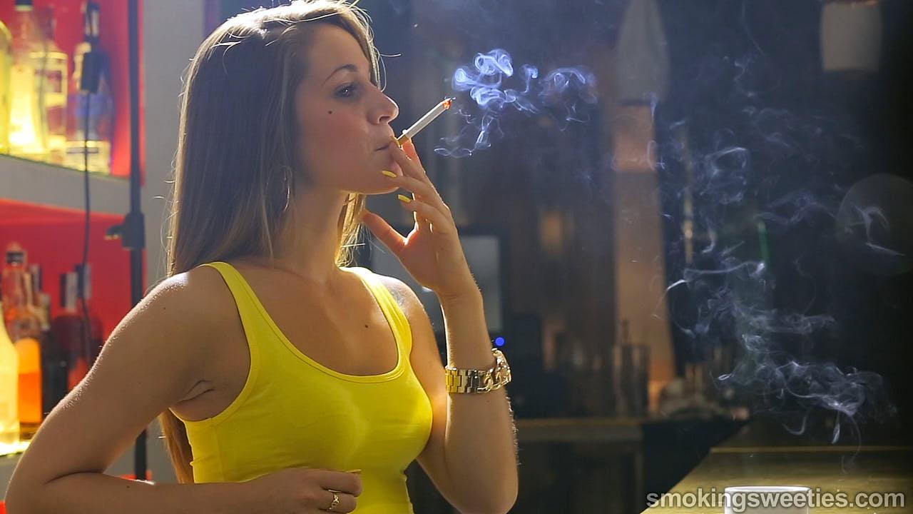 Lola & Sonia: Smoking Sisters