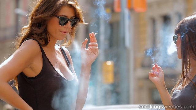 Lorena & Eli: Smoking all day long