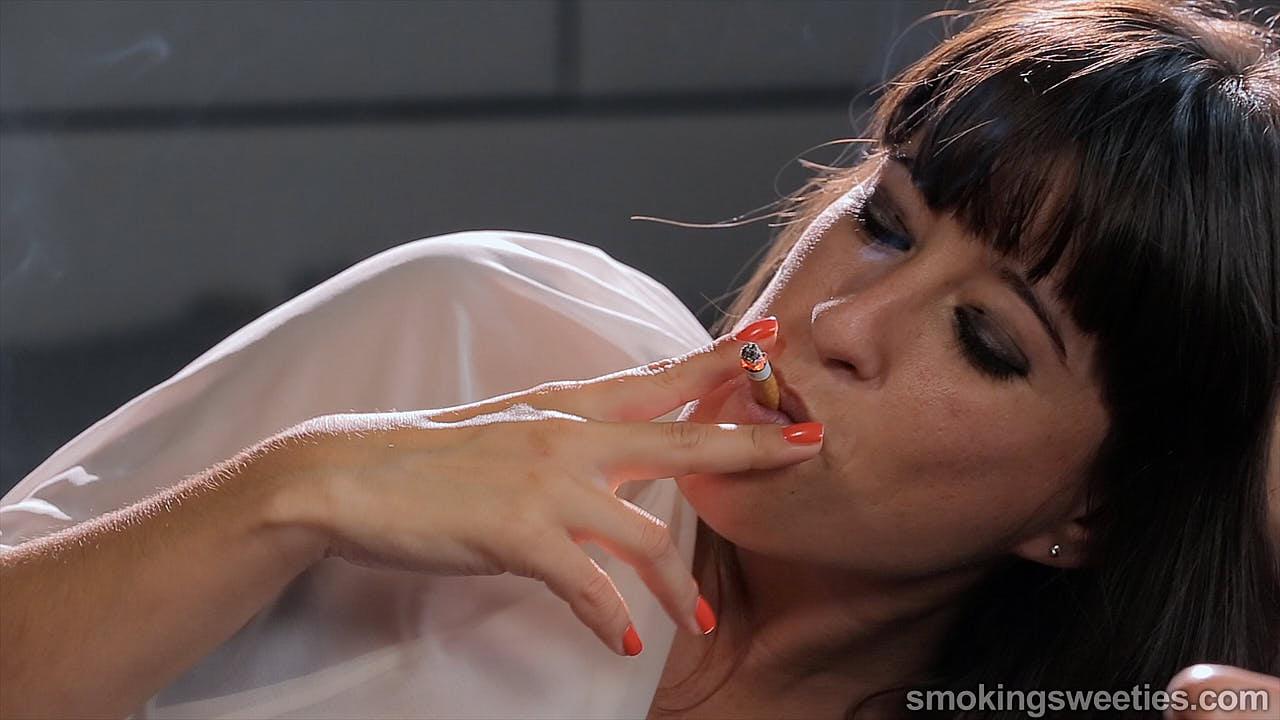 Lorena & Eli: Smoking all day long