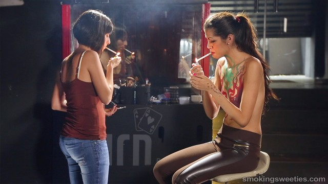 Lucy and the smoking bodypainter