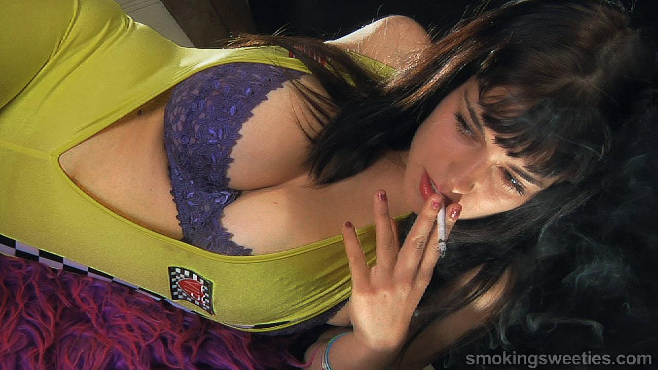 Luisa: Smoking  120s