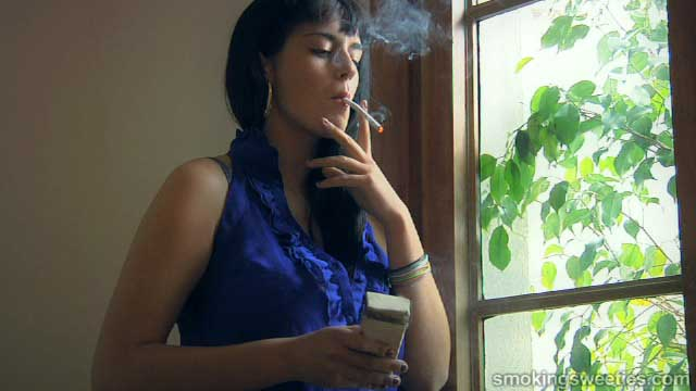 Luisa: Smoking  120s