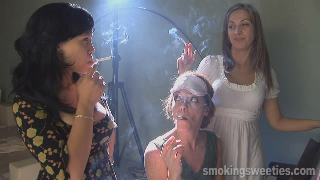 Elena, Yahima and Magda: smoking lessons