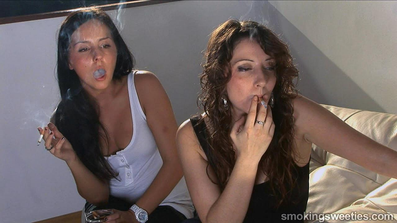 Mari & Jordina - Smoking teens