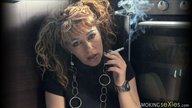 Maria: Extreme Smoker