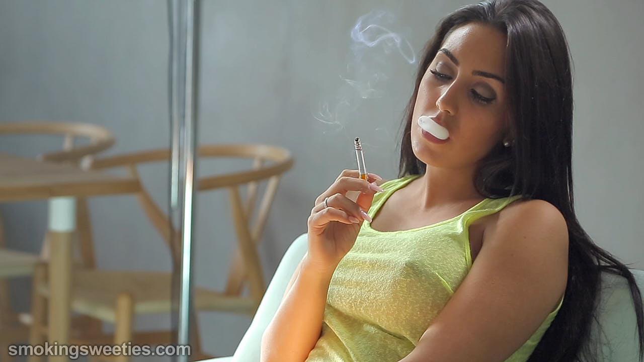 Mery: Seductive Smoking Girl
