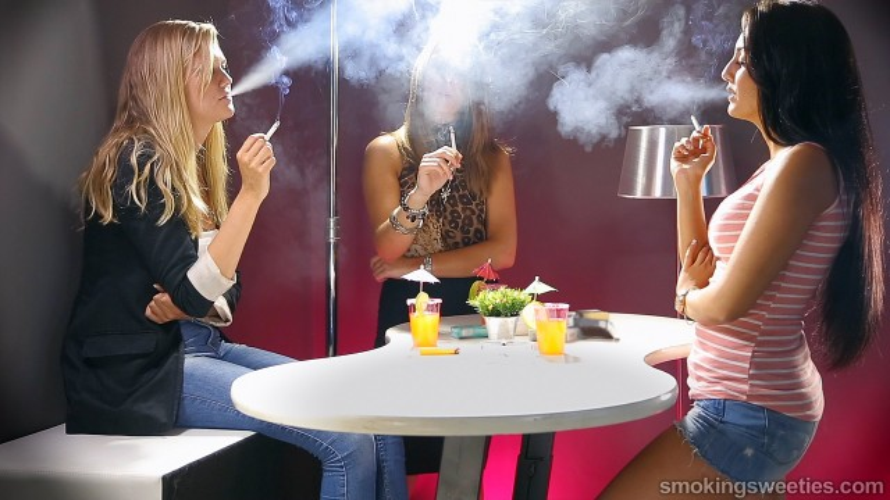 Les copines fumeuses de Mery