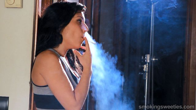 Encarni & Mireya: Smoking Girls