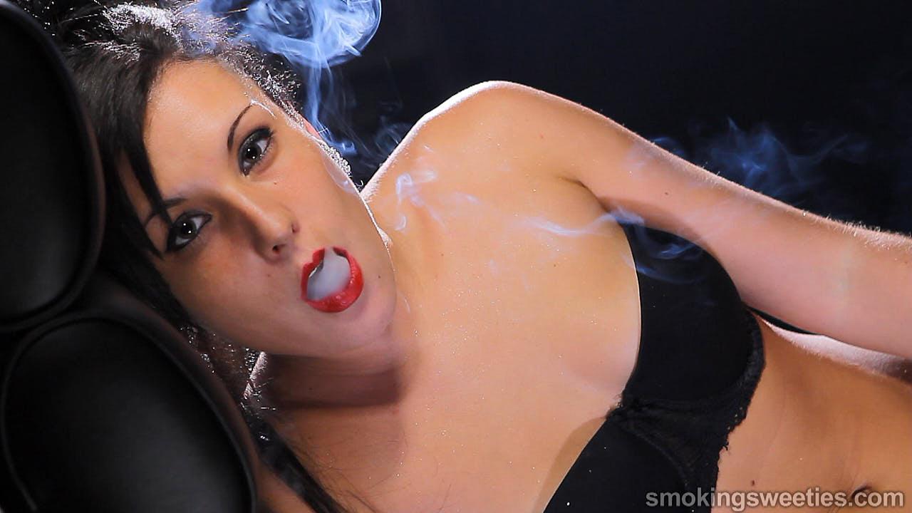 Encarni & Mireya: Smoking Girls